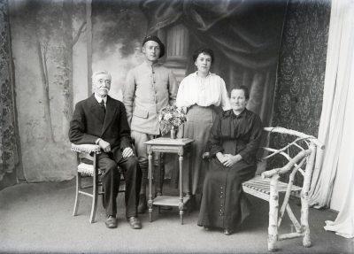 """Famille de Jean Bonin? <a target=""""_blank"""" href=""""http://padddy.fr/olympus-digital-camera-13/"""">>En savoir plus</a>"""