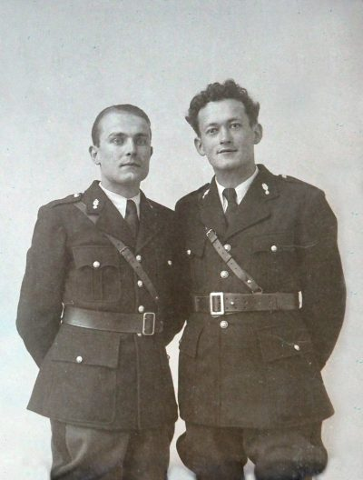 "1942, Jean Vaudaine et Joseph Baril à lécole de gendarmerie <a target=""_blank"" href=""http://padddy.fr/olympus-digital-camera-18/"">>En savoir plus</a>"
