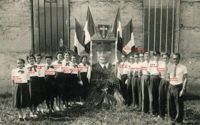 """1939? Céremonie pour Pétain, Châbons <a target=""""_blank"""" href=""""http://padddy.fr/ceremonie-marechal-copie-3/"""">>En savoir plus</a>"""