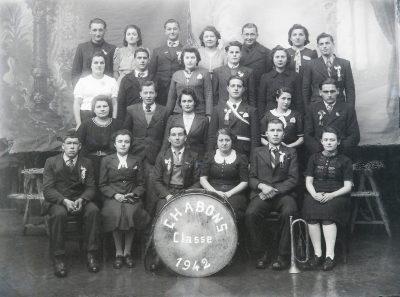 "Conscrits de Châbons, classe 1942 avec Paul Vaudaine, Camille Barbier ... <a target=""_blank"" href=""http://padddy.fr/olympus-digital-camera-25/"">>En savoir plus</a>"