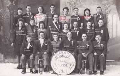 """Conscrits de Chabons, classe 1944, avec Alexis Vaudaine, Henri Barbier ... <a target=""""_blank"""" href=""""http://padddy.fr/chabons-classe-1944-henri-5/"""">>En savoir plus</a>"""