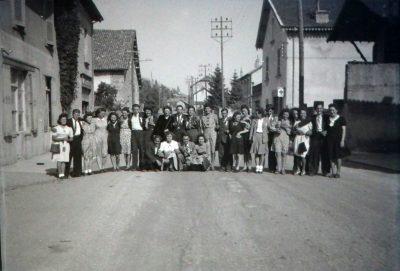 """Conscrits de Châbons, classe 1945, sur la route, avec Pierrot Biéssy et Paule <a target=""""_blank"""" href=""""http://padddy.fr/olympus-digital-camera-28/"""">>En savoir plus</a>"""