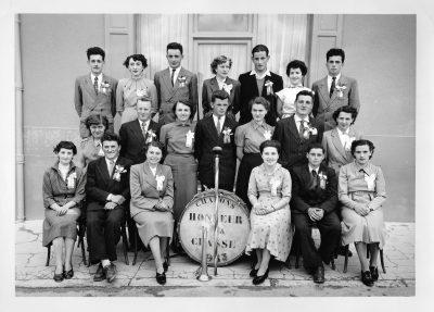 "Conscrits de Châbons, classe 1953, avec Gilbert Micoud <a target=""_blank"" href=""http://padddy.fr/chabons-classe-1953mel/"">>En savoir plus</a>"