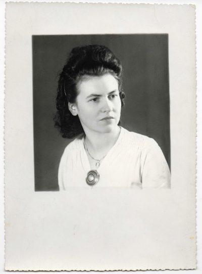 """Helene Maljournal à 18 ans, en 1941 <a target=""""_blank"""" href=""""http://padddy.fr/helene-maljournalmel/"""">>En savoir plus</a>"""