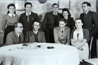 """1948? Réunion de famille Vaudaine Biéssy  autour de 2 invités <a target=""""_blank"""" href=""""http://padddy.fr/olympus-digital-camera-23/"""">>En savoir plus</a>"""